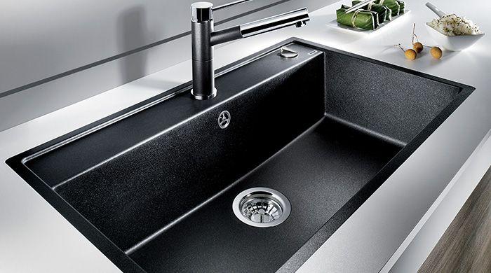 Af modish Ekstra stor Silgranit-vask i gnistrende sort fra Blanco. Der er BW22