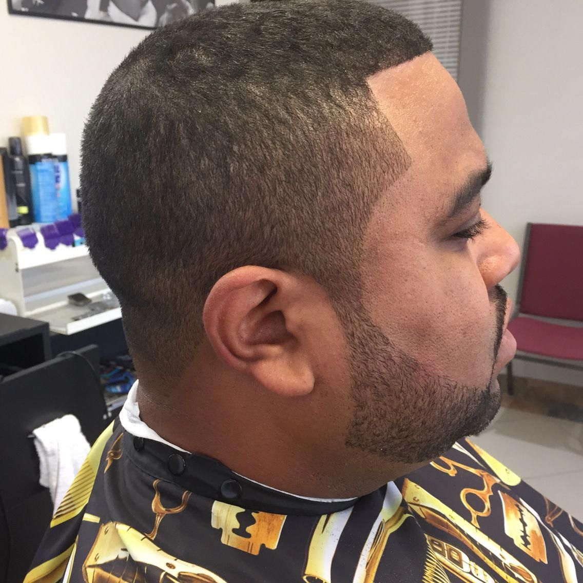 Mens Haircut With A Beard Trim With A Straight Razor Outline