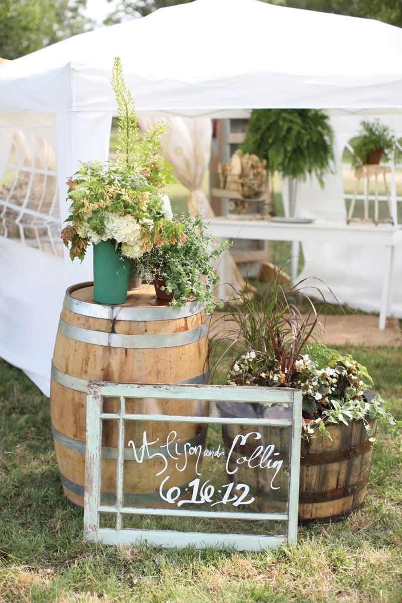 Outdoor rustic wedding decor. Photo by Aaron Snow Photography. www ...