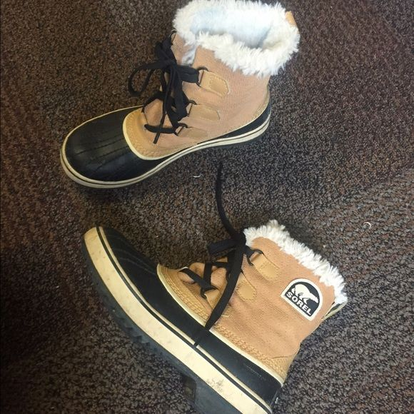 Sorels Size 6 Sorels, only worn a few times, great condition SOREL Shoes