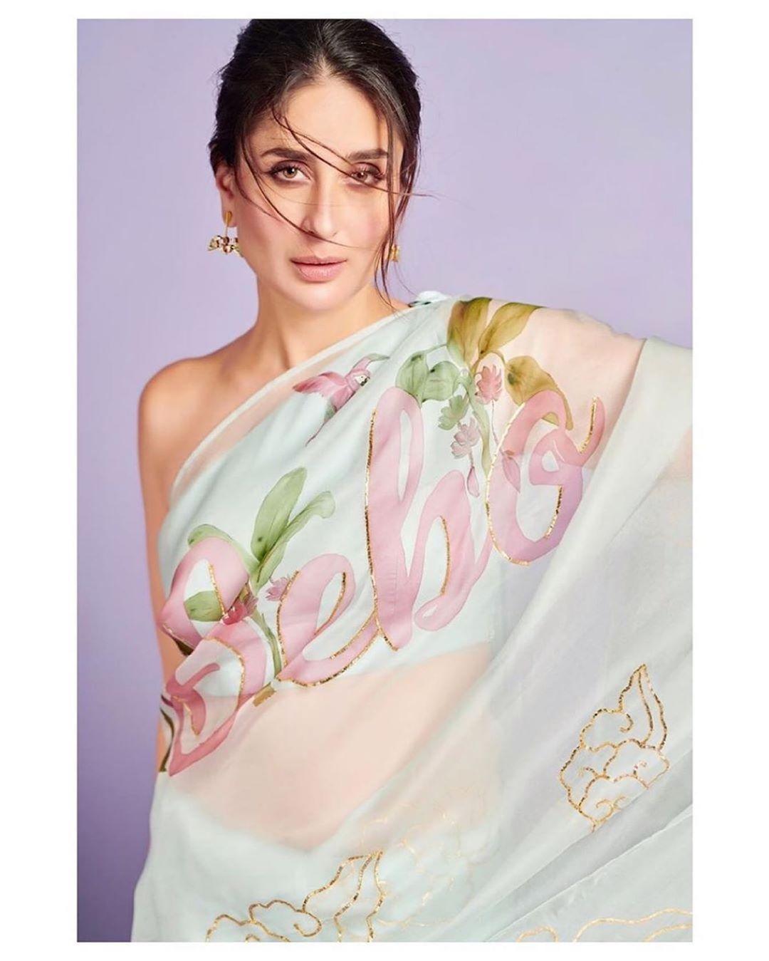 Kareena Kapoor Khan Proves That She Is Her Favourite With Her Bebo Print Saree Bollywood Fashion Organza Saree Kareena Kapoor
