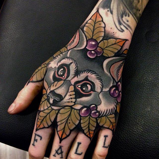 Leaves Neo Traditional Raccoon Beeindruckende Tattoos Tattoo Ideen Schone Tatowierungen