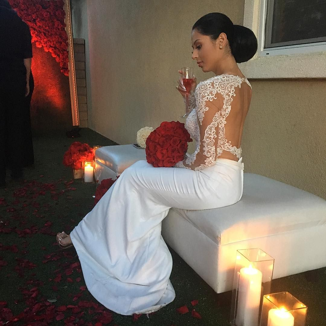 White Wedding Gown With Red Roses Red White Wedding Dress Wedding Dresses Taffeta Red Wedding Dresses [ 1405 x 1106 Pixel ]