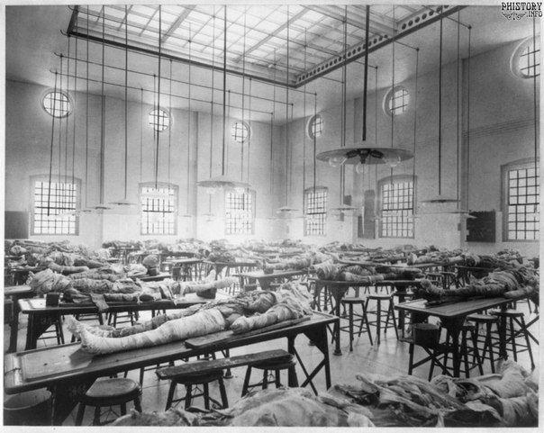 Комната для вскрытия трупов в университете Томаса Джефферсона. Филадельфия. Штат Пенсильвания. США. 1902 год:
