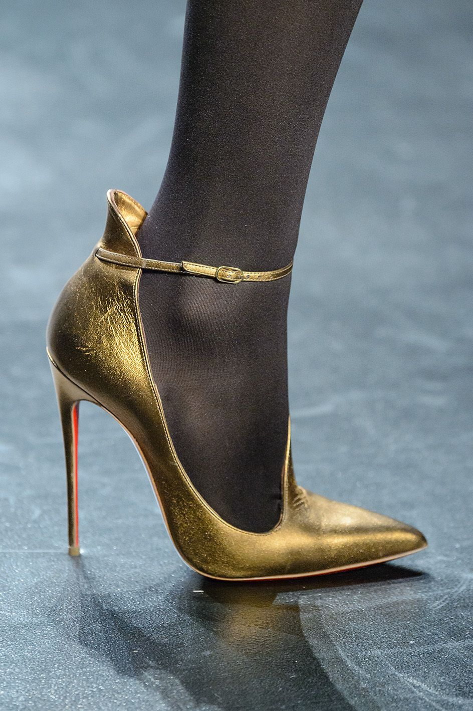 Collezioni Accessori n°84, #BibhuMohapatra Globalized Galaxy  Focus on #AW16/17 #shoes #fashion #style #mood #glamour #romantic #metal #golden