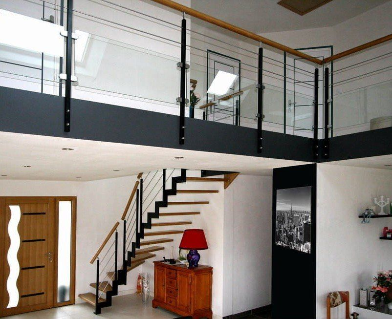 escalier ferro arrivant sur mezzanine avec garde corps horizontaux de type mixte trucs du. Black Bedroom Furniture Sets. Home Design Ideas