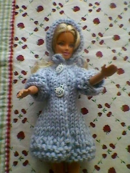 DIY manteau barbie Tricot Barbie, Laine À Tricoter, Robe De Poupée, Manteau  Bleu 68c0e5ef43cf