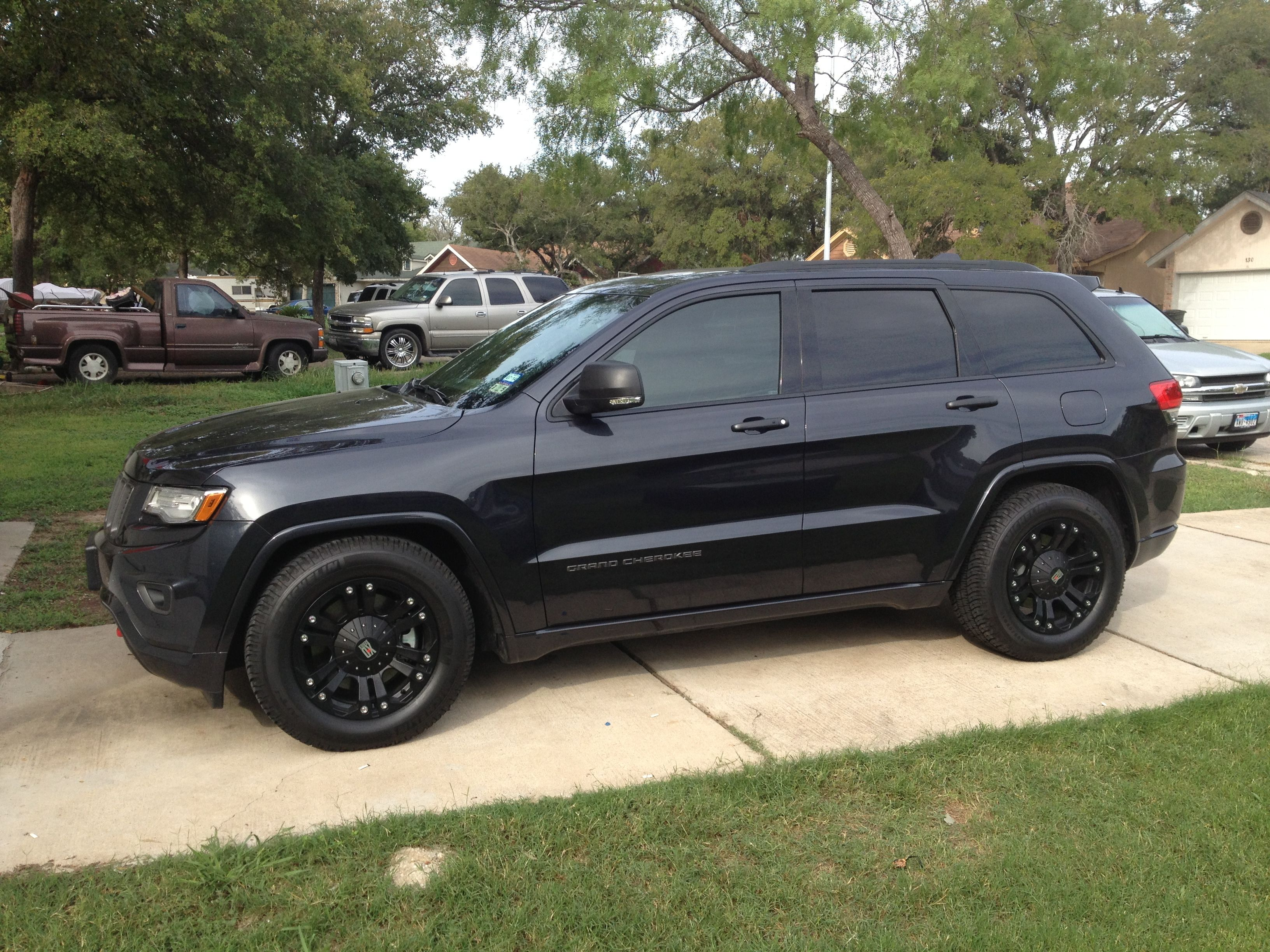 The Chrome Delete Is Complete Plasti Dip Is Awesome Car Wheels Jeep Grand Cherokee Car Wheels Diy