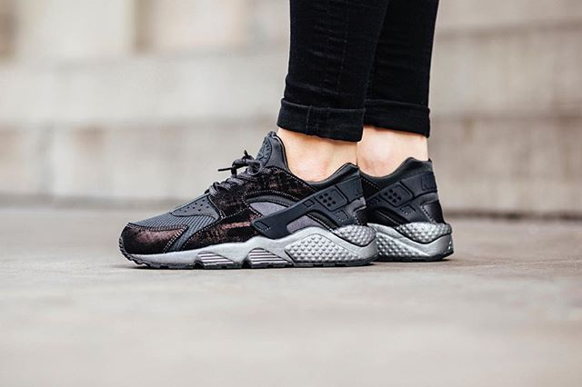 af6fa01f25ca Nike Wmns Air Huarache Run Premium  Anthracite  available in-store and  online  titoloshop Berne
