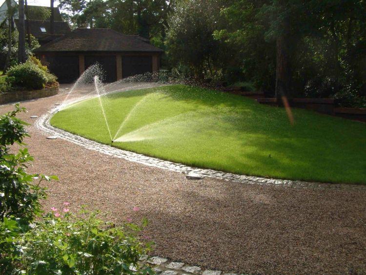 Rasen Bewässerungssystem bewässerungssystem im garten sprenkleranlage guenstig rasen gruen