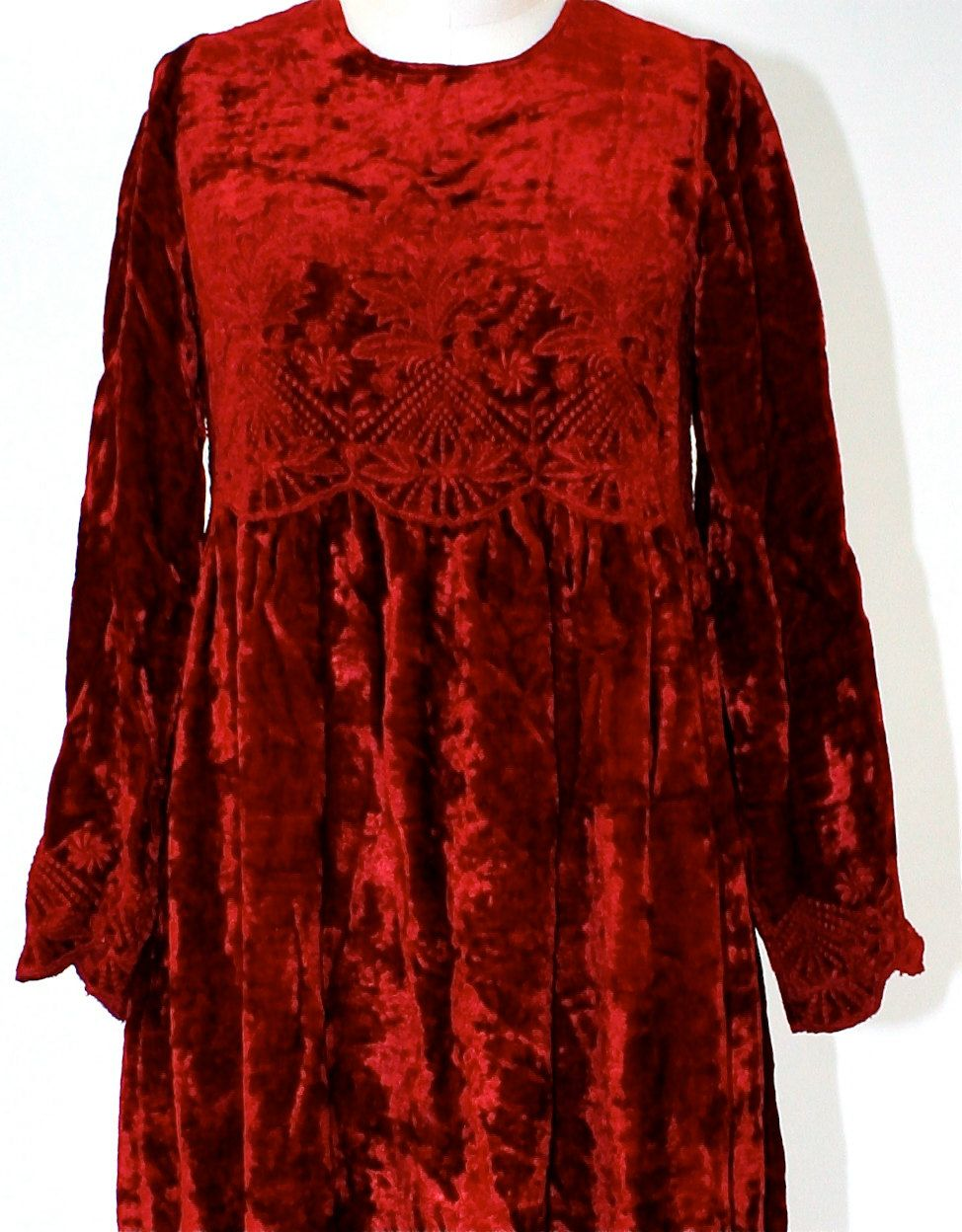 Crushed red velvet s long sleeved dress with embroidery small