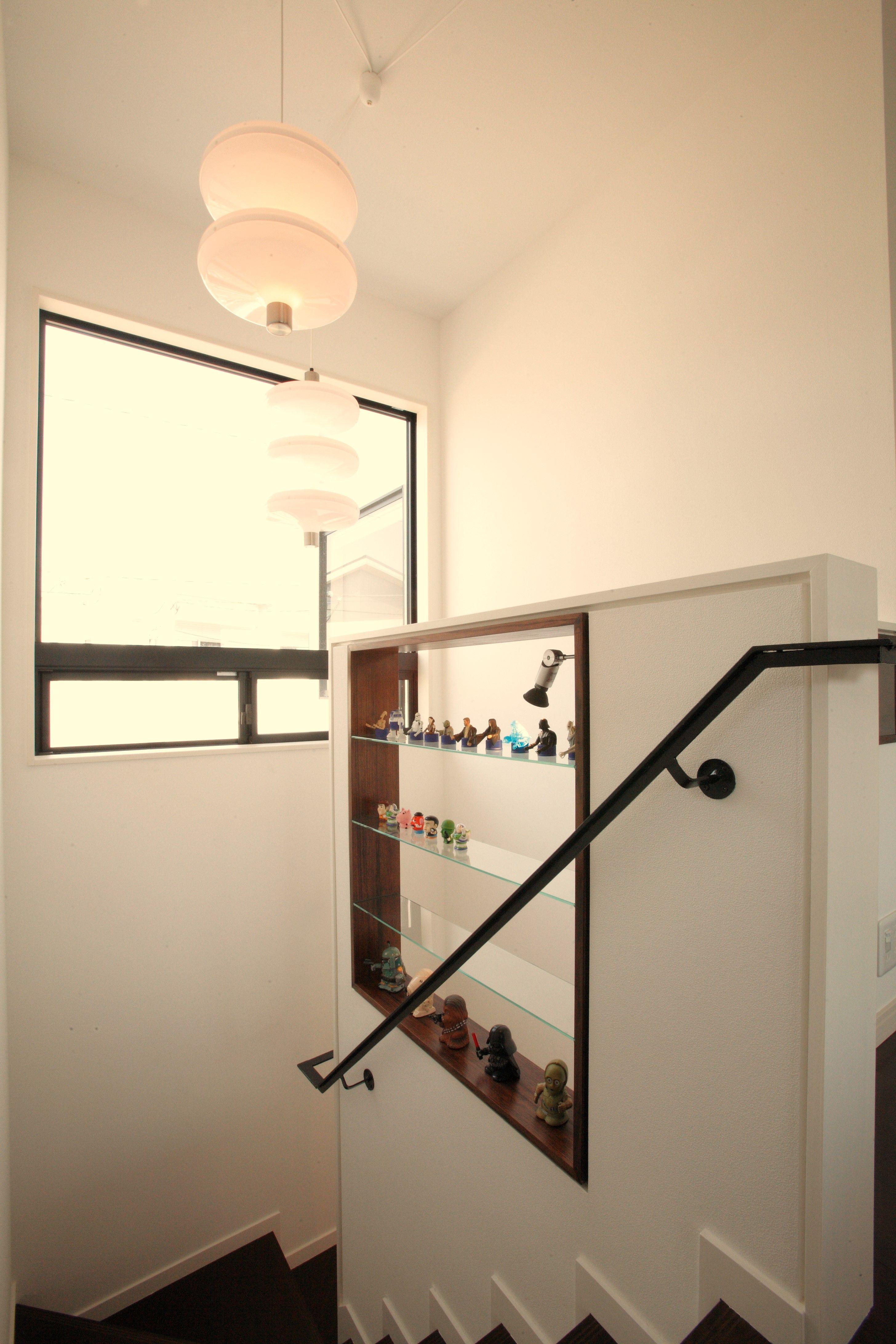 階段腰壁ニッチ 壁 インテリア 住宅リフォーム
