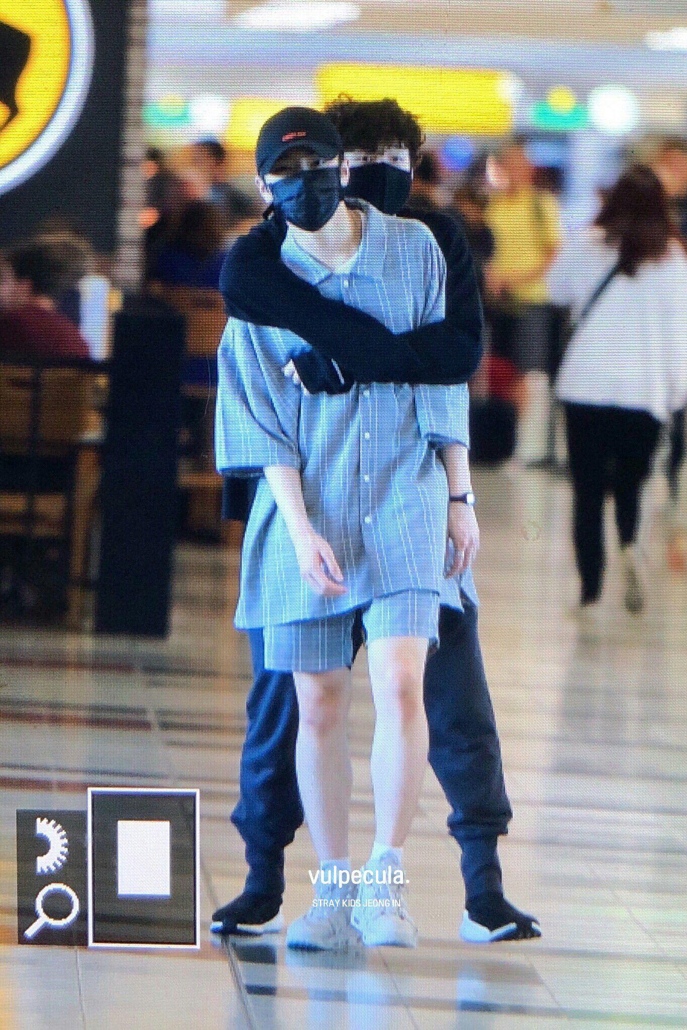 Birch He Looks Like A Ninja Tryna Kidnap Hyunjin Stray Kissing Couples Kids