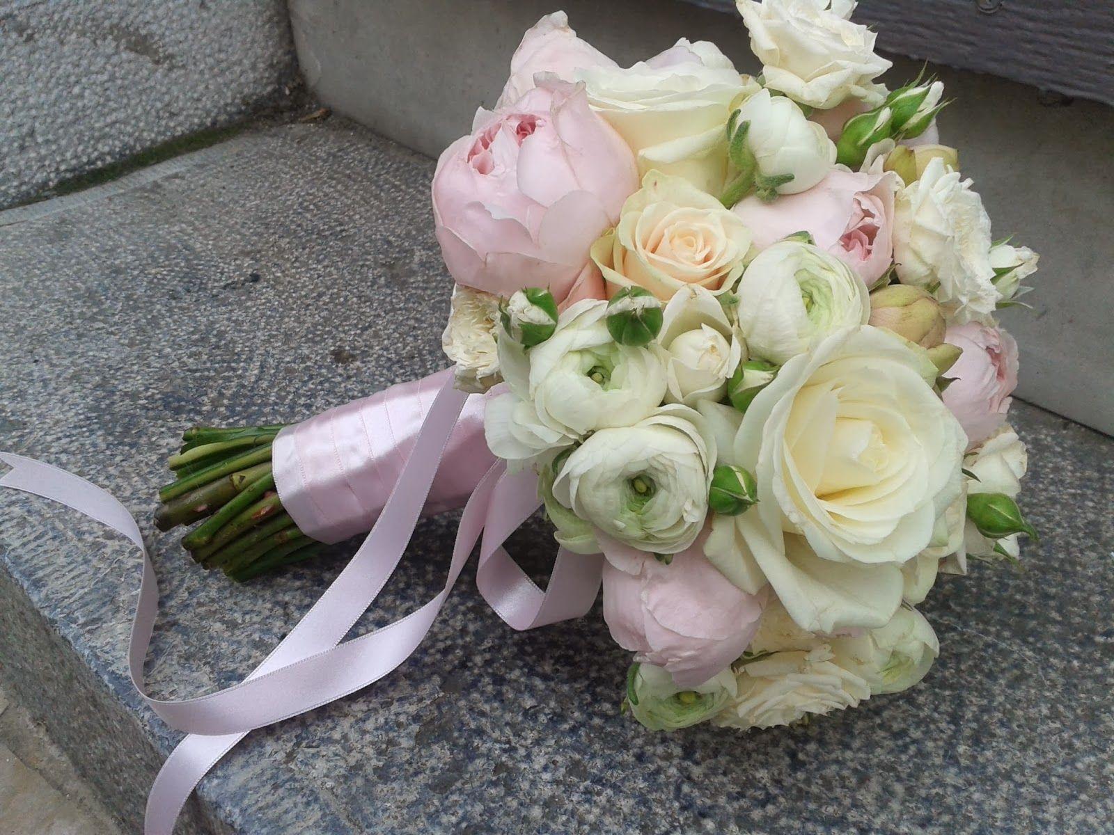 Bouquet De Mari E Roses Et Renoncules Mariage Pinterest Renoncules Bouquet Et Mari E