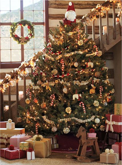 5 Essentials For A Great Christmas Tree From Pottery Barn I Want A Christmas Tree Like This For This Coming Christmas Season Cabin Christmas Traditional Christmas Tree Country Christmas