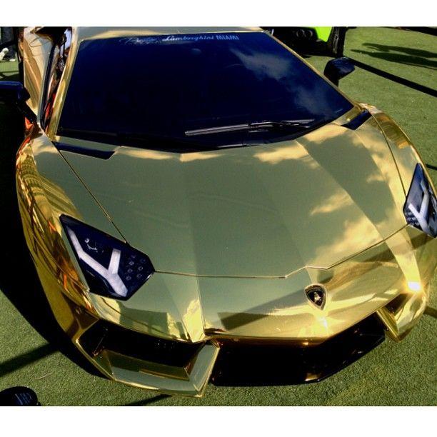 Magnificent Gold Lamborghini Aventador