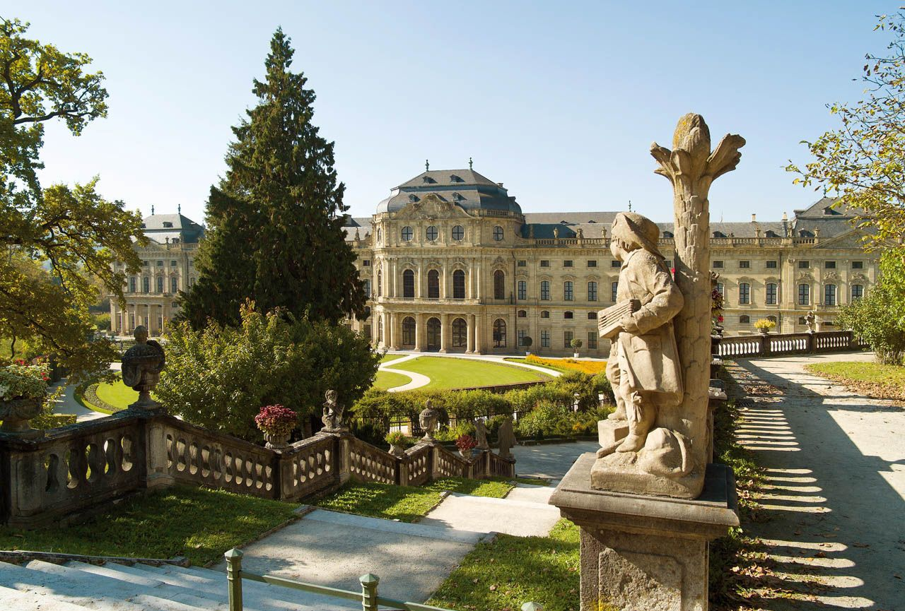 Wurzburg Residenz Palace And Court Gardens Tourismus Reisen Deutschland Hofgarten