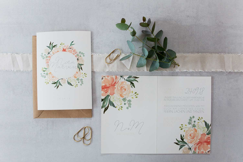 Hochzeitseinladung blumen rosa und apricot romantisch stennie hochzeitspapeterie fräulein herzrasen