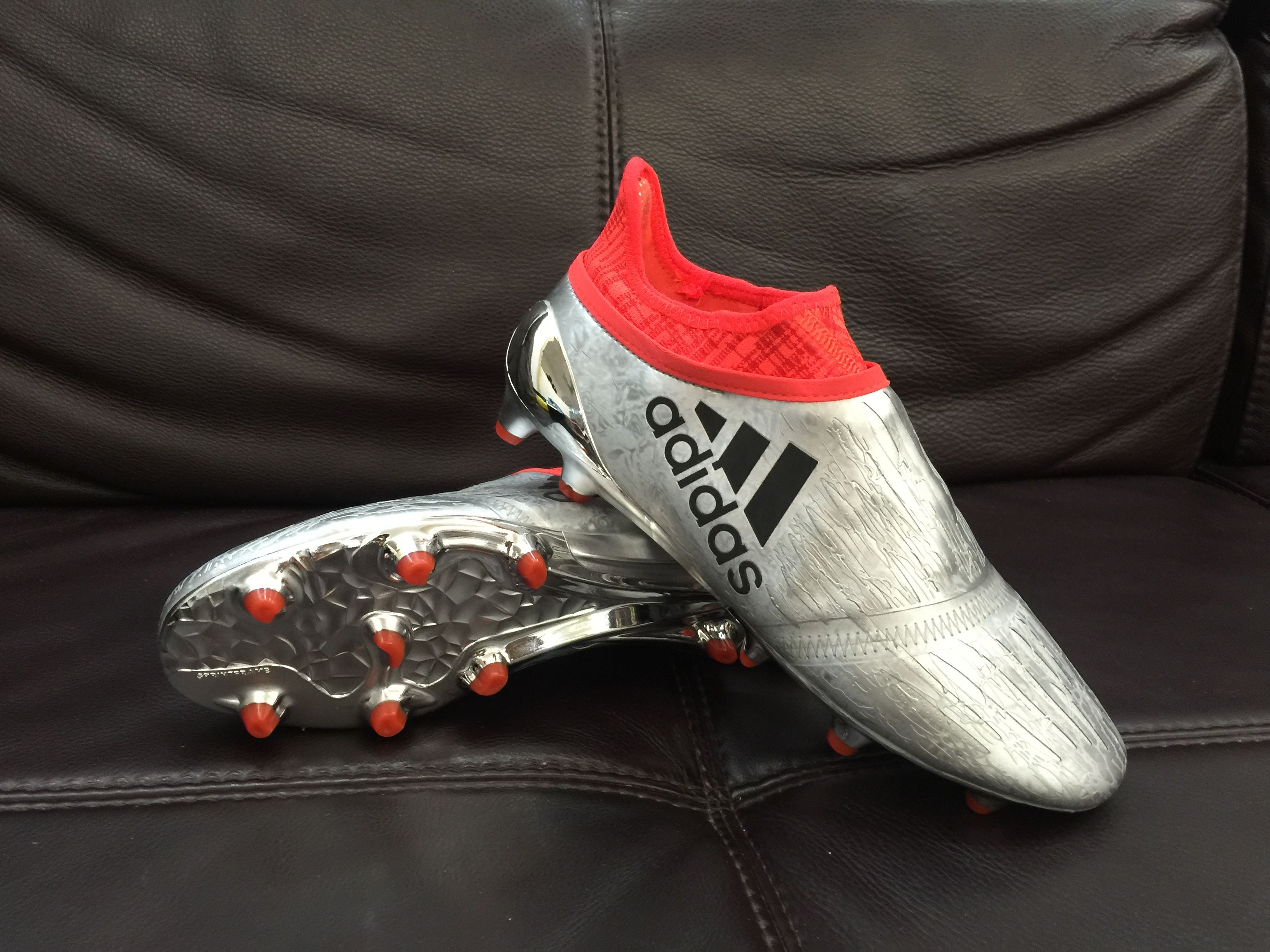 Sport kicks uk is new football boots from the top brands like Nike and  adidas. Save on hard to find best football boots only at sportskick.