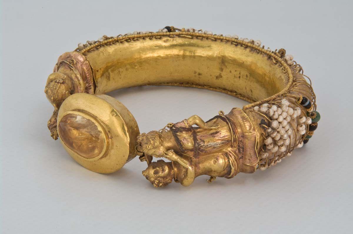 одни золотой старинный браслет с грифонами фото вкусное, мягкое, ароматное