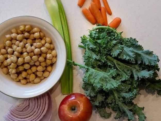 Vegetarian Mashed Chickpeas Salad