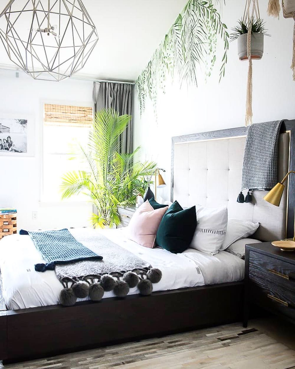 SUNDAY Tropical bedrooms, Tropical theme bedroom