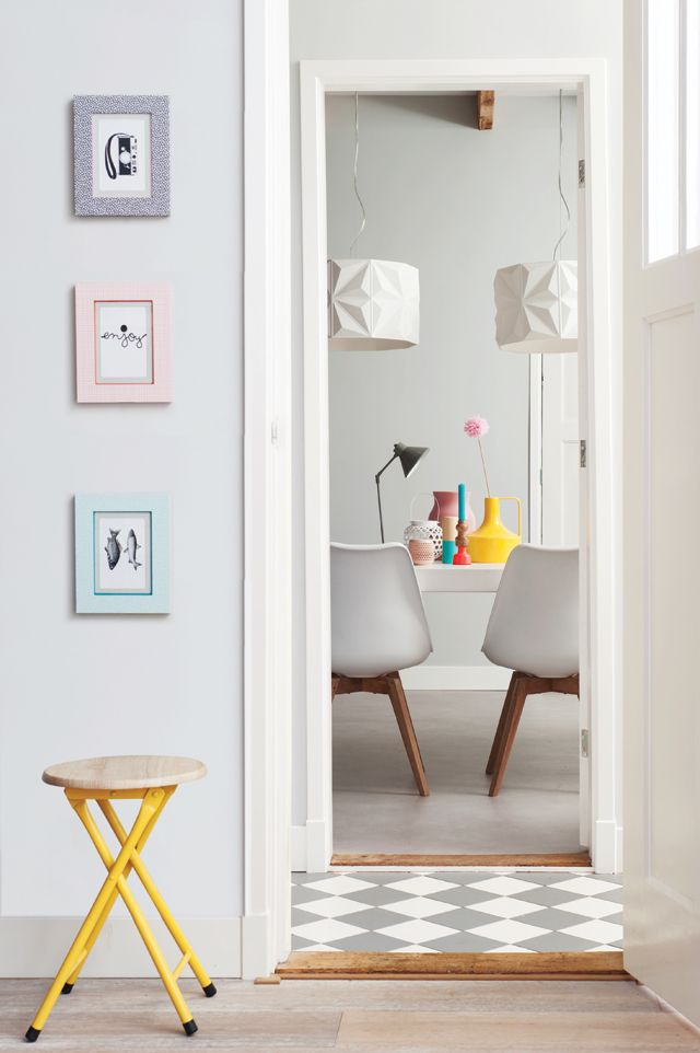 Present Time » Lovely space. Love the grey and white diamond floor in the middle.