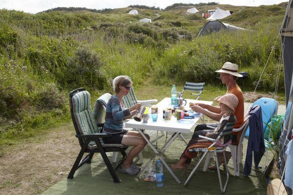 Caravan Zonder Badkamer : Kampeerplaats xl met stroom kamperen aan zee met een caravan