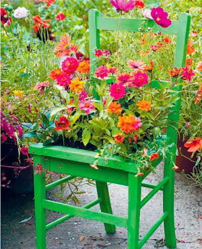 Maceta para exterior reutilizando una silla de madera for Manualidades con madera vieja