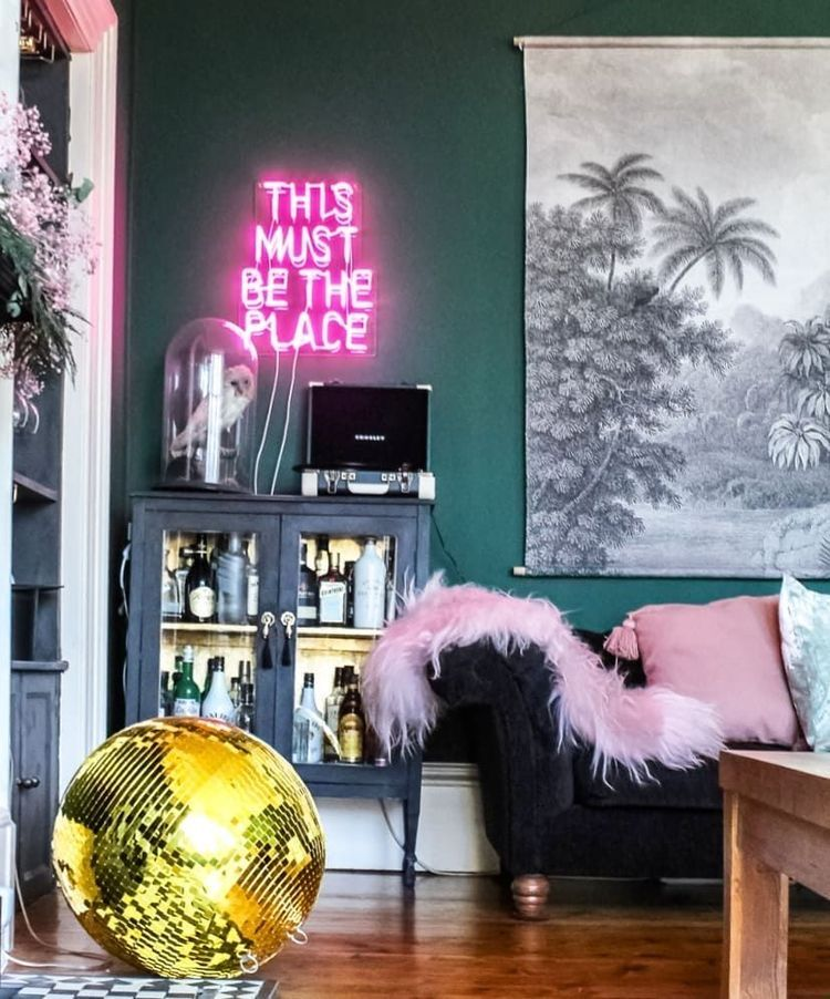 10 Stunning Neon Lights For Living Room