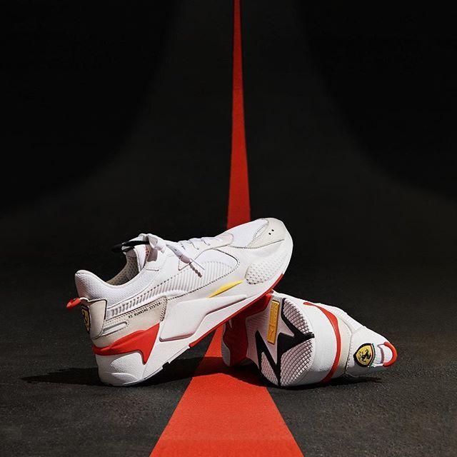 size 40 67a57 9282c Vid midnatt så är det dags för alla Ferarriälskare att äntligen få sig ett  par riktiga sneakers. I samarbete med Puma så släpps modellen RS-X som var  en av ...