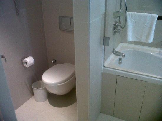 emplacement toilettes salle de bain bathrooms Pinterest