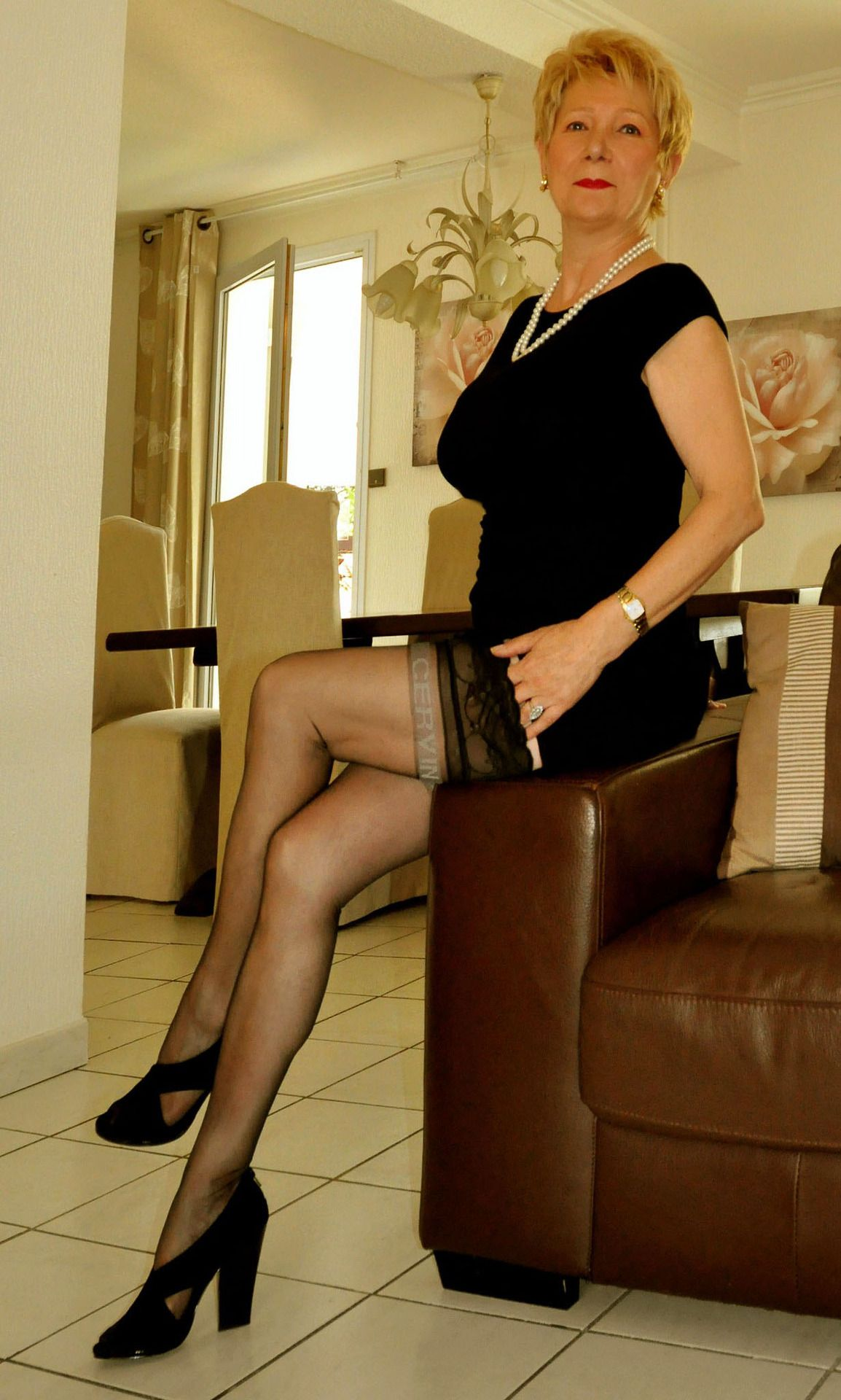 Elegant mature gets down with bbc