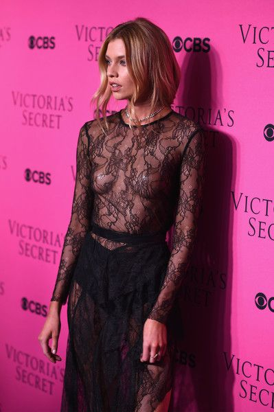 Stella Maxwell walks on the 2017 Victoria\'s Secret Fashion Show ...
