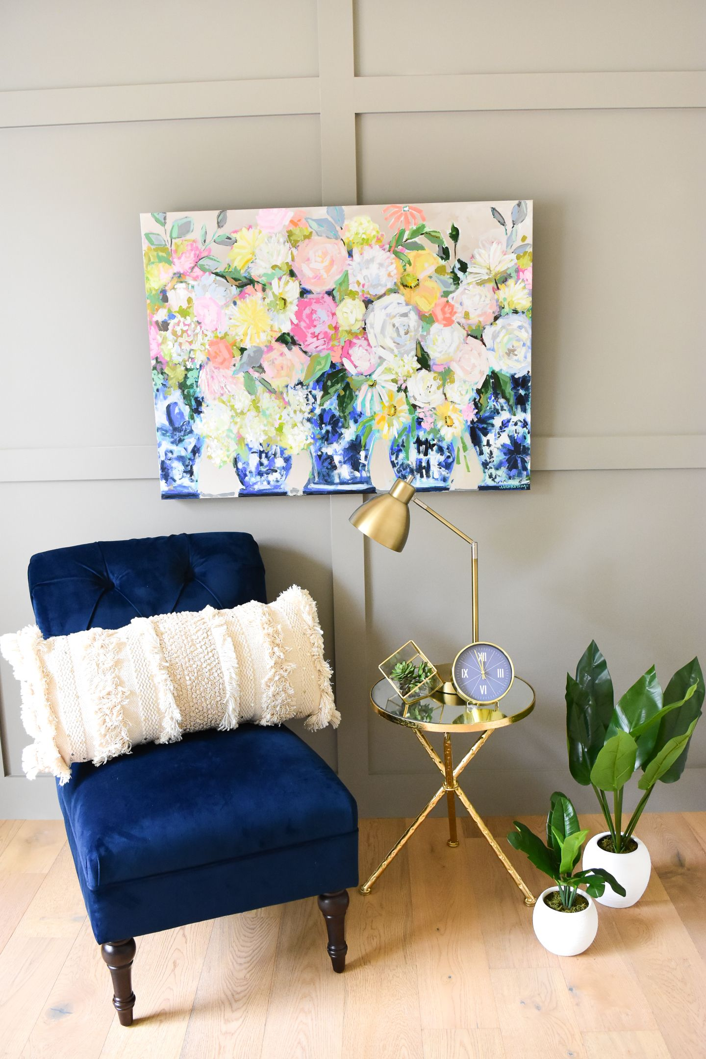 Best Bright Floral Painting In Blue And White G*Ng*R Jars With 400 x 300