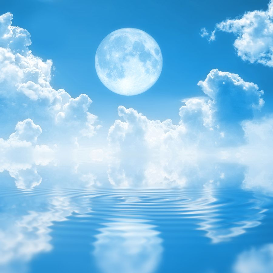 moon-and-cloud-reflection-on-water1.jpg (900×900)