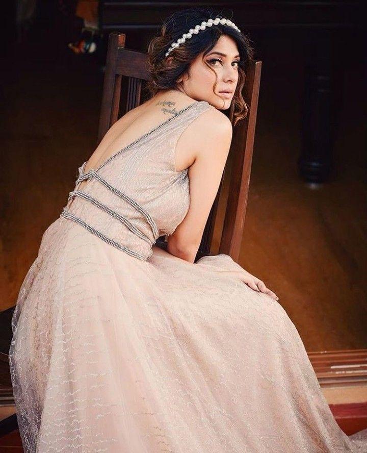 Idea by Eishan Khan on Jennifer winget. | Formal dresses ...