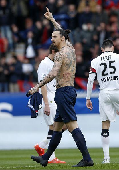 Zlatan Ibrahimovic Con Tatuajes De Nombres De Personas Que