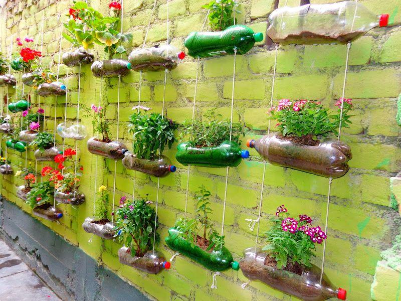 Huerto vertical con material reciclado verde que te for Jardines caseros colgantes