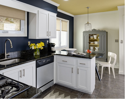 Benjamin Moore Kitchen Walls polo blue, ceiling marblehead