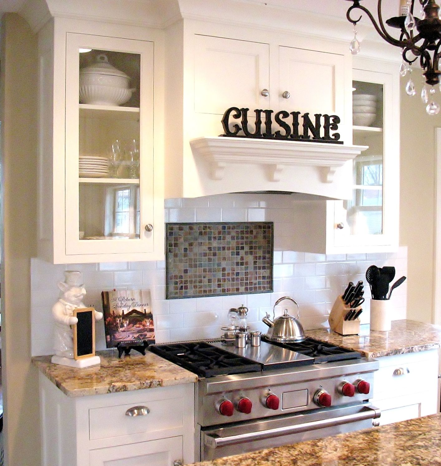 What style! Love how the space above the stove is used for ...