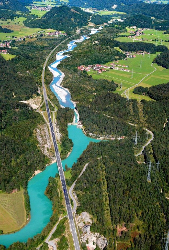 Lech Fluss In Europa Der Lech Ist Ein Rechter Nebenfluss Der Donau Der 264 Km Lange Fluss Entspringt In Vorarlberg Und Fliesst Dur Die Donau Europa Zell Am See