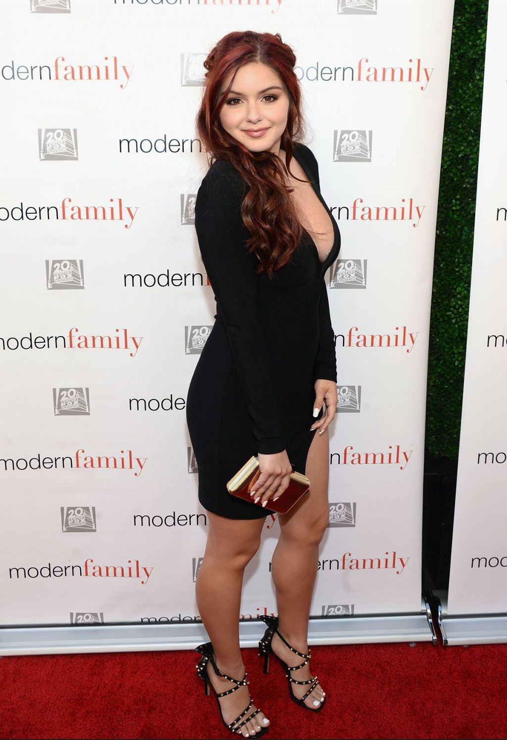 Ariel Winter Latest Cleavage Photos At Modern Family Emmy Event 2016 1024 1495 Famous