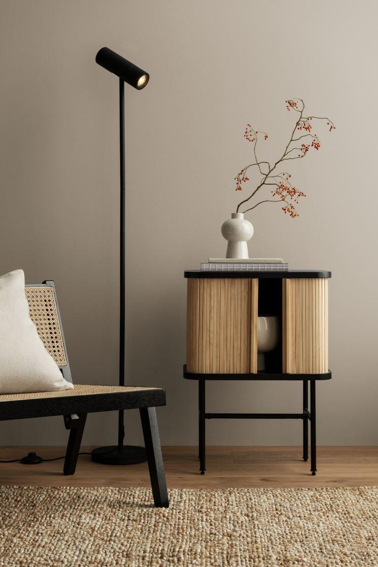 Photo of Nachttisch mit Lamellentüren