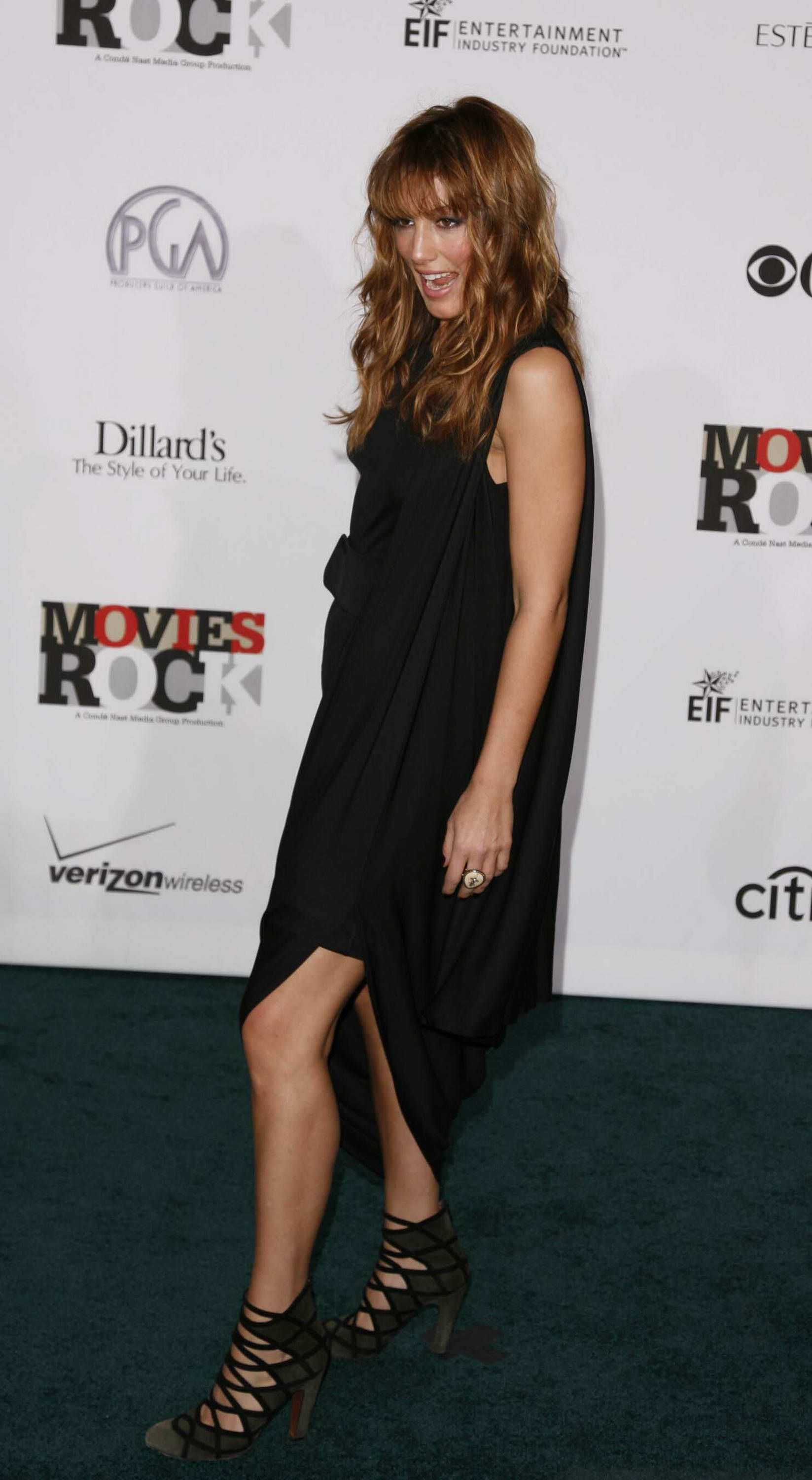 Jennifer esposito black dress that would