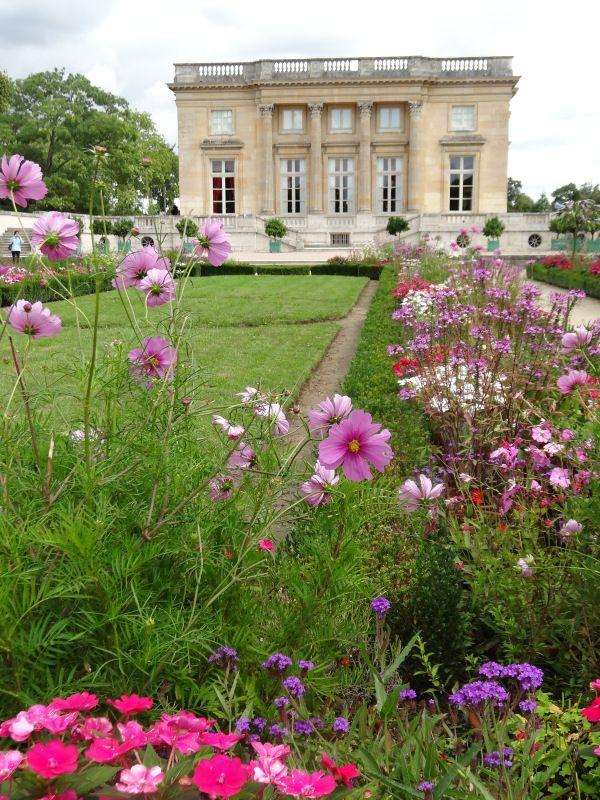 Marie Antoinette S Garden Escape French Garden Versailles Garden Garden Styles