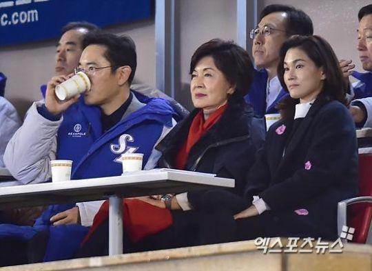 '오너 가족'의 응원, 승리 요정은 어디로?