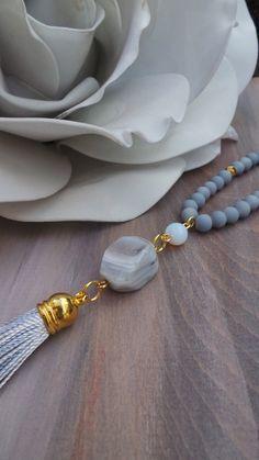 Collar largo perlas borla. Collar borla larga gris. Collar de otoño/invierno. Collar de boho. Collar gris. Borla collar con piedras preciosas.