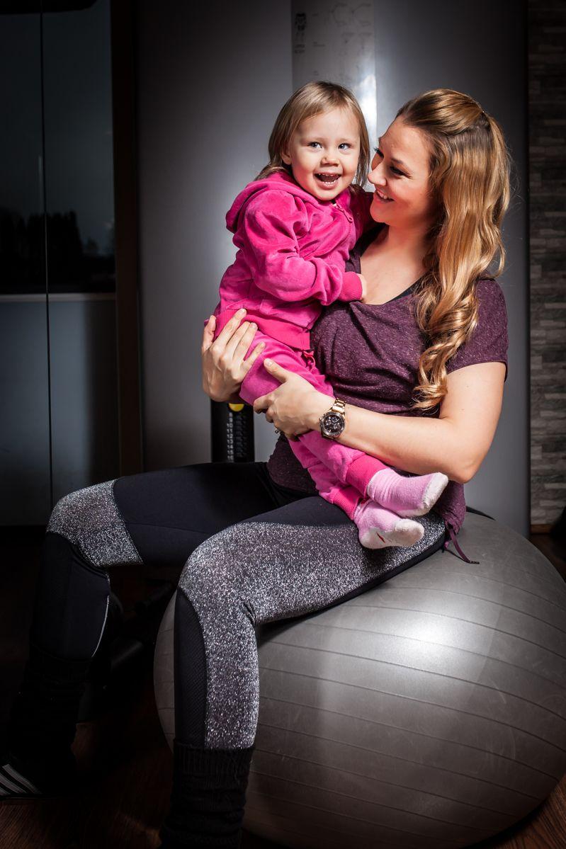 Ajattelin ilahduttaa teitä mammoja jotka olette kotona pienen vauvan kanssa ja etsitte sopivaa kotitreeniohjelmaa....