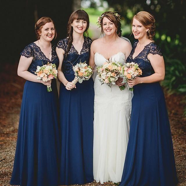 2016 Plus Size Dark Navy Lace Long Bridesmaid Dresses Short Sleeves V Neck Chiffon Beach